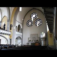 Berlin - Köpenick, Christophoruskirche Friedrichshagen, Innenraum in Richtung Altar