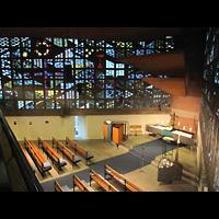 Berlin - Kreuzberg, Christus-Kirche (ev.), Seitlicher Blick von der Orgelempore in die Kirche