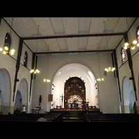 Berlin - Treptow, Christus König Adlershof, Innenraum in Richtung Altar