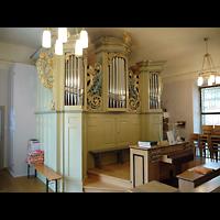 Berlin - Hellersdorf, Dorfkirche Kaulsdorf (Jesus-Kirche), Orgel mit Spieltisch