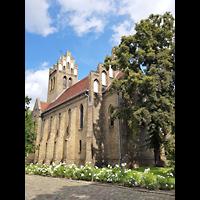 Berlin - Marzahn, Dorfkirche, Außenansicht schräg auf den Chor