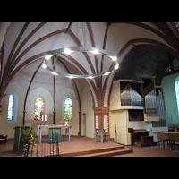 Berlin (Weißensee), Dorfkirche - Hauptorgel, Altarraum mit Orgel