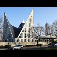 Berlin - Neukölln, Dreieinigkeitskirche Gropiusstadt, Außenansicht der Kirche