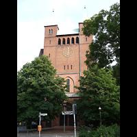 Berlin (Tiergarten), Erlöserkirche Moabit, Außenansicht mit Türmen