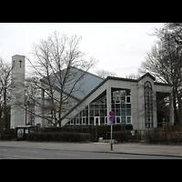 Berlin - Zehlendorf, Evangelisch-Freikirchliche Gemeinde (Baptisten), Kirche am Immanuel-Krankenhaus (Wannsee), Außenansicht mit Turm