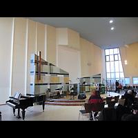 Berlin - Tempelhof, Evangelisch-Freikirchliche Gemeinde (Baptisten), Innenraum in Richtung Altar