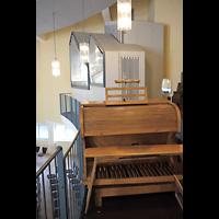 Berlin - Tempelhof, Evangelisch-Freikirchliche Gemeinde (Baptisten), Orgel mit Spieltisch
