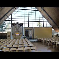 Berlin - Zehlendorf, Ev. Kirche Schönow-Buschgraben, Innenraum in Richtung Orgel