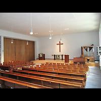 Berlin - Schöneberg, Evangelisch-methodistische Friedenskirche Friedenau, Innenraum in Richtung Orgel und Altar