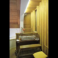 Berlin - Köpenick, Evangelisch-methodistische Friedenskirche Oberschöneweide, Spieltisch neben der Orgel