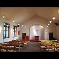 Berlin - Neukölln, Evangelisch-methodistische Salemkirche, Innenraum in Richtung Altar