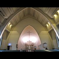 Berlin - Köpenick, Friedenskirche Niederschöneweide, Innenraum in Richtung Altar