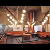 Berlin (Charlottenburg), Ökumenisches Gedenkzentrum Plötzensee e.V., Innenraum in Richtung Orgel