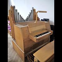 Berlin - Neukölln, Gemeindezentrum Rudow-West, Orgel mit Spieltisch