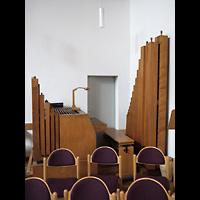 Berlin - Neukölln, Gemeindezentrum Rudow-West, Orgel mit Spieltisch seitlich