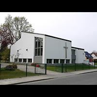 Berlin - Neukölln, Gemeindezentrum Rudow-West, Außenansicht der Kirche