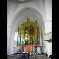 Berlin - Neukölln, Genezareth-Kirche, Altarraum mit dahinter stehender Orgel