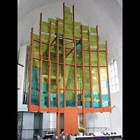Berlin - Neukölln, Genezareth-Kirche, Orgel mit farbiger Installtion davor