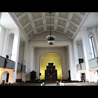 Berlin-Tempelhof, Glaubenskirche, Innenraum in Richtung Altar