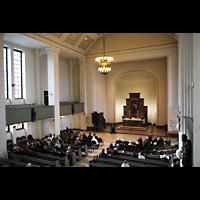 Berlin-Tempelhof, Glaubenskirche, Blick von der Orgelempore in die Kirche