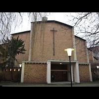 Berlin (Charlottenburg), Gustav-Adolf-Kirche, Außenansicht der Kirche, Hauptportal