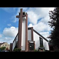 Berlin (Lichtenberg), Heilig-Kreuz-Kirche Hohenschönhausen, Außenansicht der Kirche