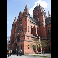 Berlin (Kreuzberg), Heilig-Kreuz-Kirche (Kirche zum Heiligen Kreuz), Außenansicht der Kirche