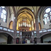 Berlin (Tiergarten), Heilig-Geist-Kirche Moabit, Innenraum in Richtung Orgel