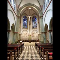 Berlin (Charlottenburg), Herz-Jesu-Kirche, Innenraum in Richtung Altar