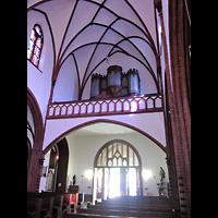 Berlin (Reinickendorf), Herz-Jesu-Kirche Tegel, Innenraum in Richtung Orgel
