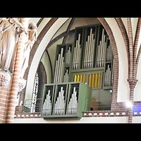 Berlin (Zehlendorf), Herz-Jesu-Kirche, Orgel seitlich