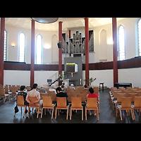 Berlin - Tempelhof, Kirche auf dem Tempelhofer Feld, Innenraum in Richtung Orgel