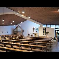 Berlin - Lichtenberg, Kath. Kirche zum Guten Hirten Friedrichsfelde, Innenraum mit Altar und Orgel