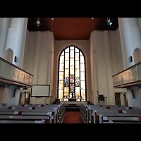 Berlin - Wilmersdorf, Kirche Zum Heiligen Kreuz (SELK), Innenraum in Richtung Altar