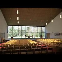 Berlin - Zehlendorf, Kirche zur Heimat, Innenraum in Richtung Altar