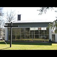 Berlin - Zehlendorf, Kirche zur Heimat, Außenansicht, Gartenseite