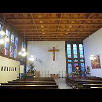 Berlin - Treptow, Krankenhaus Hedwigshoehe, Kapelle (Alexianer), Innenraum in Richtung Altar