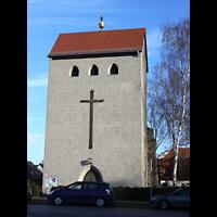 Berlin - Hellersdorf, Kreuzkirche Mahlsdorf, Außenansicht mit Turm