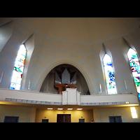 Berlin - Wilmersdorf, Kreuzkirche Schmargendorf, Innenraum in Rivchtung Orgel