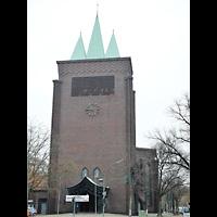 Berlin - Wilmersdorf, Kreuzkirche Schmargendorf, Außenansicht mit Turm