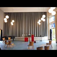 Berlin - Schöneberg, Luther-Kirchsaal, Innenraum in Richtung Altar