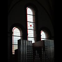 Berlin - Spandau, Lutherkirche, Orgelpfeifen und Glasfenster