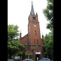 Berlin - Neukölln, Magdalenenkirche, Außenansicht mit Turm