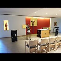 Berlin - Charlottenburg, Malteser-Krankenhaus, Kapelle, Innenraum in Richtung Altar