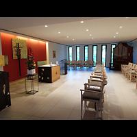 Berlin - Charlottenburg, Malteser-Krankenhaus, Kapelle, Innenraum seitlich mit Orgel