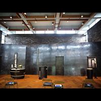 Berlin - Tempelhof, Kirchsaal im Margarete-Draeger-Haus, Innenraum in Richtung Altar