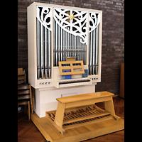 Berlin - Tempelhof, Kirchsaal im Margarete-Draeger-Haus, Orgel seitlich