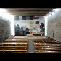 Berlin - Charlottenburg, Maria Regina Martyrum, Blick von der Orgelempore in die Kirche