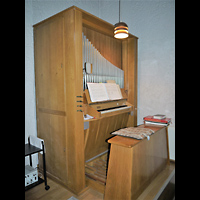 Berlin - Treptow, Maria-Hilf-Kirche Altglienicke, Orgel seitlich