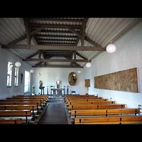Berlin - Treptow, Maria-Hilf-Kirche Altglienicke, Innenraum in Richtung Altar